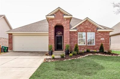 Denton Single Family Home For Sale: 5813 Greenmeadow Drive