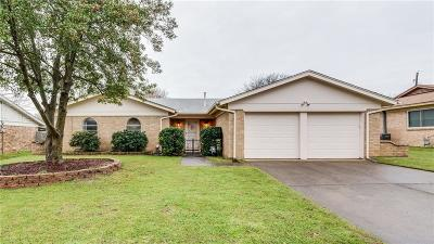 Bedford Single Family Home For Sale: 909 Chattanooga Drive
