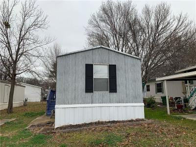 Arlington Single Family Home For Sale: 4800 Kelly Elliott Road #20
