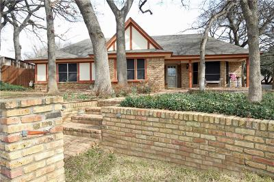 Arlington Single Family Home For Sale: 615 Country Green Lane