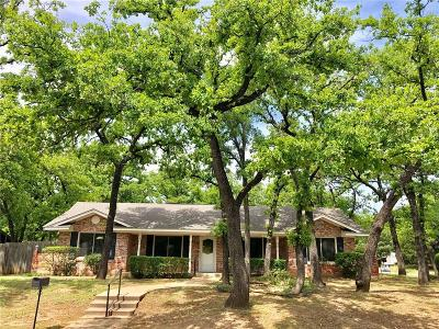 Hurst Single Family Home For Sale: 1300 W Redbud Drive