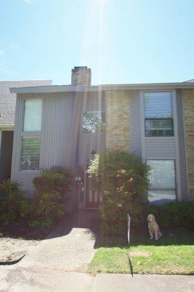 Townhouse For Sale: 6849 Anglebluff Circle