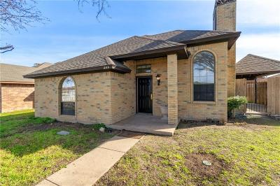 Dallas Single Family Home For Sale: 889 Keeneland Court