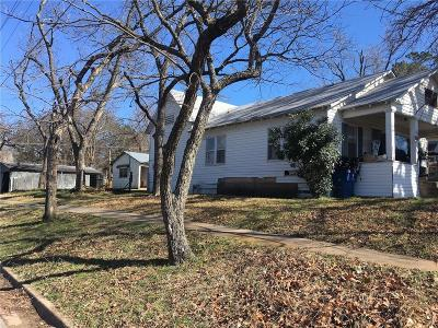 Denison Single Family Home For Sale: 831 W Texas Street