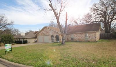 Fort Worth Single Family Home For Sale: 7262 Laurie Drive