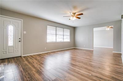 Dallas Single Family Home For Sale: 1255 E Pentagon Parkway