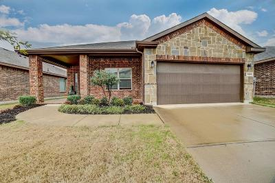 Fort Worth Single Family Home For Sale: 1068 Meadow Scape Drive