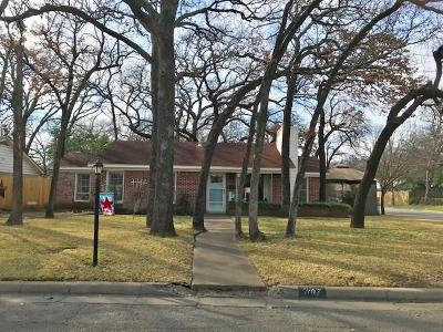 Tarrant County Single Family Home For Sale: 717 Thersa Drive