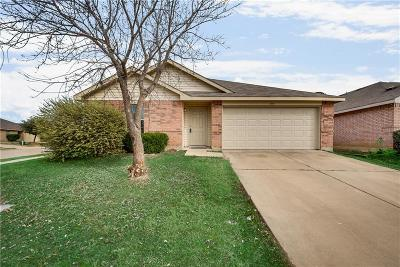 Fort Worth Single Family Home For Sale: 1512 Queens Brook Lane