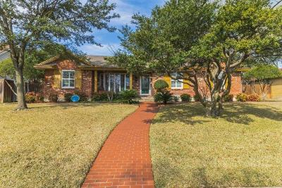 Dallas Single Family Home For Sale: 12015 Midlake Drive