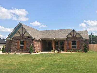 Cleburne Single Family Home For Sale: 1515 W Westhill Drive