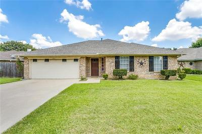 Burleson Single Family Home For Sale: 904 Vicksburg Lane
