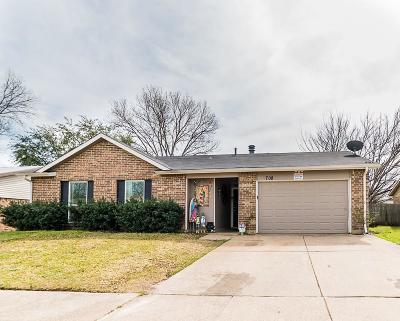 Arlington Single Family Home For Sale: 708 Cavalier Place