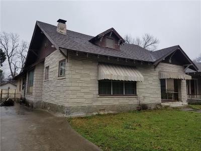Dallas Single Family Home For Sale: 210 N Winnetka Lane