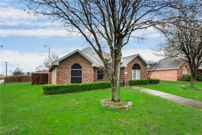Single Family Home For Sale: 3907 Camden Lane