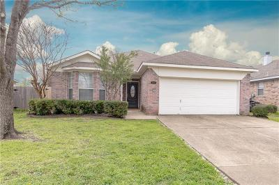 Fort Worth Single Family Home For Sale: 4404 Park Creek Court