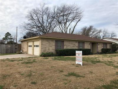 Benbrook Single Family Home For Sale: 922 Kerry Street