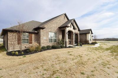 Wise County Single Family Home Active Kick Out: 109 Cheyenne Trail S