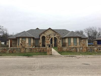 Cleburne Single Family Home For Sale: 786 Barber Avenue