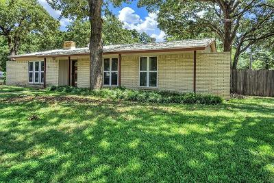 Hurst Single Family Home For Sale: 236 Cooper Drive