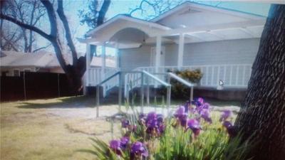 Haltom City Single Family Home For Sale: 2425 Oakwood Terrace