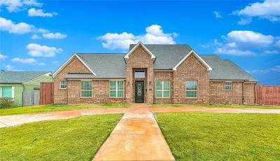 Grapevine Single Family Home For Sale: 1343 Airline Drive