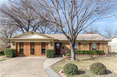 Single Family Home For Sale: 2117 Versailles Drive