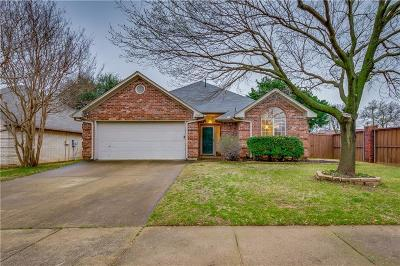 Grapevine Single Family Home For Sale: 1957 Lilac Lane