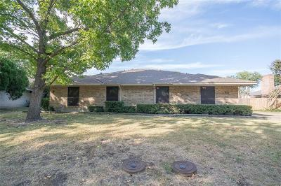 Dallas County Multi Family Home Active Option Contract: 121 Shadybrook Drive
