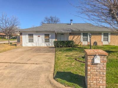 Benbrook Single Family Home For Sale: 901 Childers Avenue