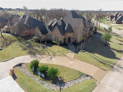 Tarrant County Single Family Home For Sale: 5841 Lakeside Drive