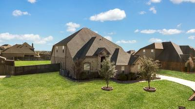 Fort Worth Single Family Home For Sale: 1233 Twisting Meadows Drive