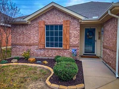 Fort Worth Single Family Home For Sale: 11900 Gold Creek Drive E