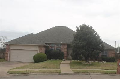 Euless Single Family Home For Sale: 813 Peterstow Drive