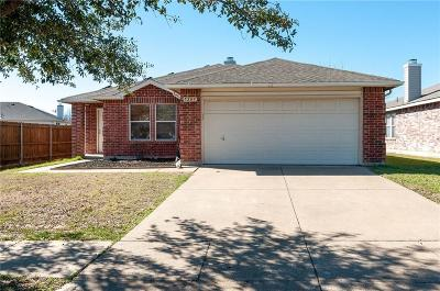 Fort Worth Single Family Home For Sale: 5209 Newcastle Lane