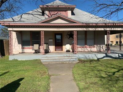 Johnson County Single Family Home For Sale: 302 N Douglas Avenue