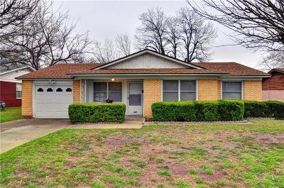 Grand Prairie Single Family Home For Sale: 322 W Phillips Court