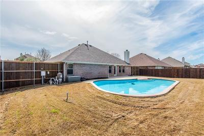 Grand Prairie Single Family Home For Sale: 812 Fair Oaks Drive