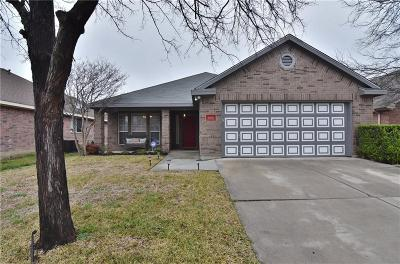 Saginaw Single Family Home For Sale: 640 Babbling Brook Drive