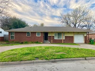 Hurst, Euless, Bedford Single Family Home For Sale: 220 Oak Drive E
