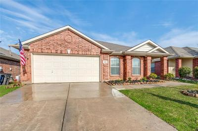 Fort Worth Single Family Home For Sale: 8421 Prairie Fire Drive