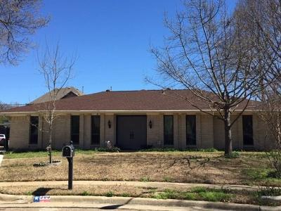 Irving Single Family Home For Sale: 300 Britain Circle