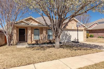 Fort Worth Single Family Home For Sale: 8421 Hawks Nest Drive