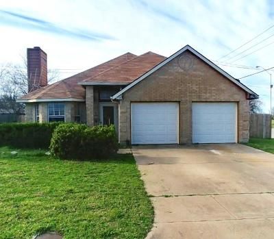 Fort Worth Single Family Home For Sale: 5913 Shady Springs Trail