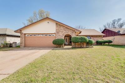 Fort Worth Single Family Home For Sale: 6948 Loma Vista Drive