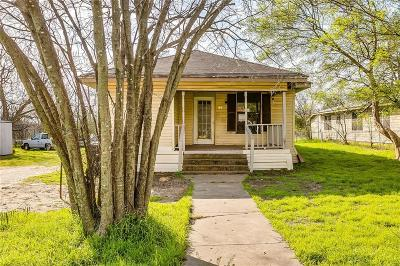 Cleburne Single Family Home For Sale: 215 Poindexter Avenue