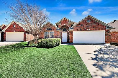 Fort Worth Single Family Home For Sale: 8800 Sunset Trace Drive