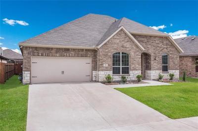 Saginaw Single Family Home For Sale: 276 Sugar Creek Lane
