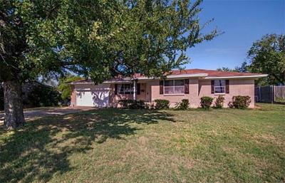 Denton County Single Family Home For Sale: 436 N Stemmons