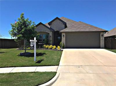 Saginaw Single Family Home For Sale: 909 Misty Bray Court